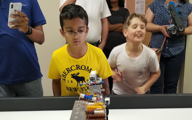 Kid with EV3 in a compettion